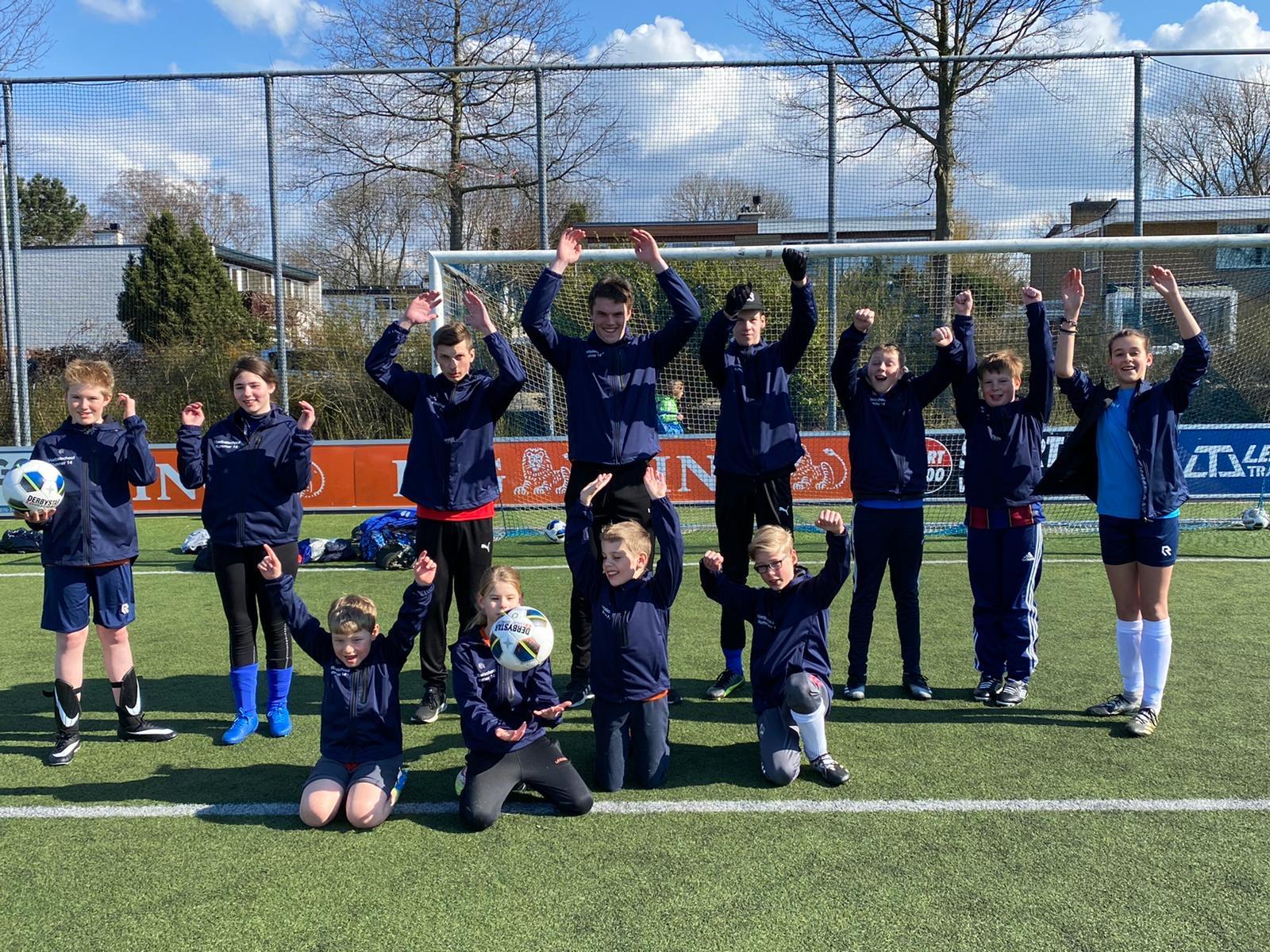 &quote;Nieuwe jassen voor Voetbalschool nr 14&quote;