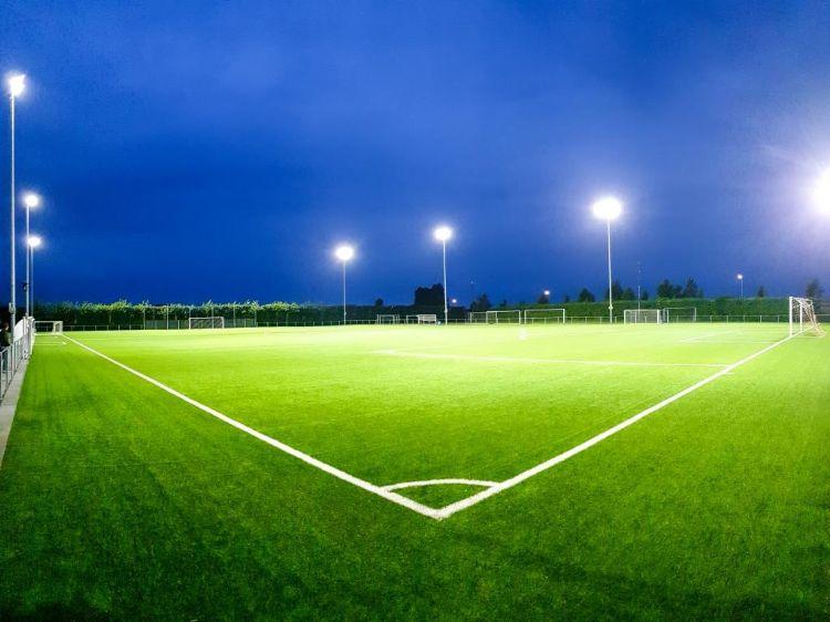 Installatie LED verlichting op Forum Sport